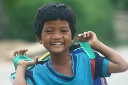 Em Hồ Thung, dân tộc Cơtu, ở xã Hương Hữu (huyện Nam Đông, Thừa Thiên – Huế) cười tươi sau buổi học trên lớp.