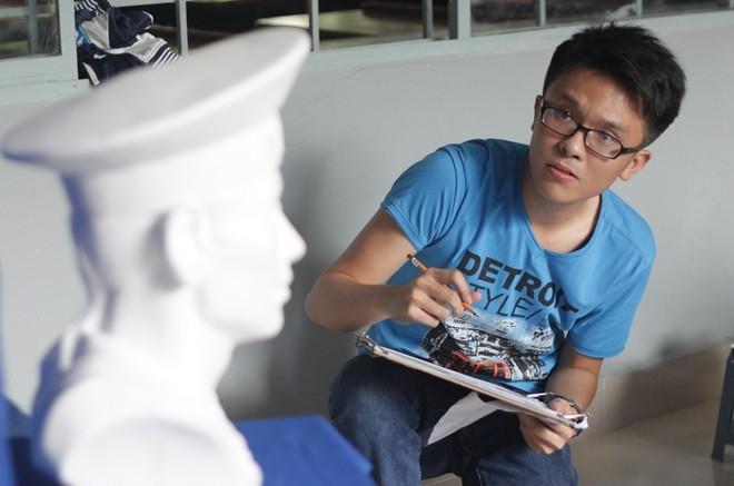 Thí sinh dự thi vào Đại học Kiến trúc Hà Nội thi môn vẽ mỹ thuật