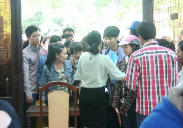 chen-lan-hon-1-ngay-moi-nop-duoc-ho-so-xet-tuyen (2)