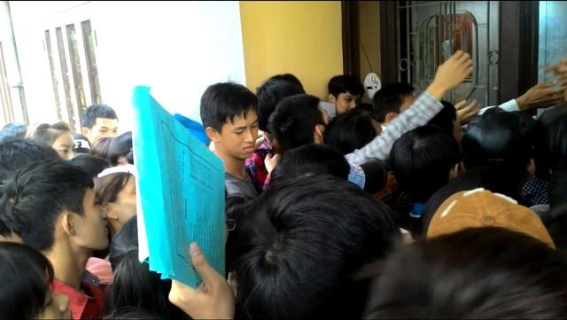 chen-lan-hon-1-ngay-moi-nop-duoc-ho-so-xet-tuyen (3)