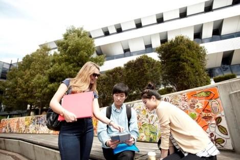 Đại học Deakin, Australia với nhiều hỗ trợ hấp dẫn