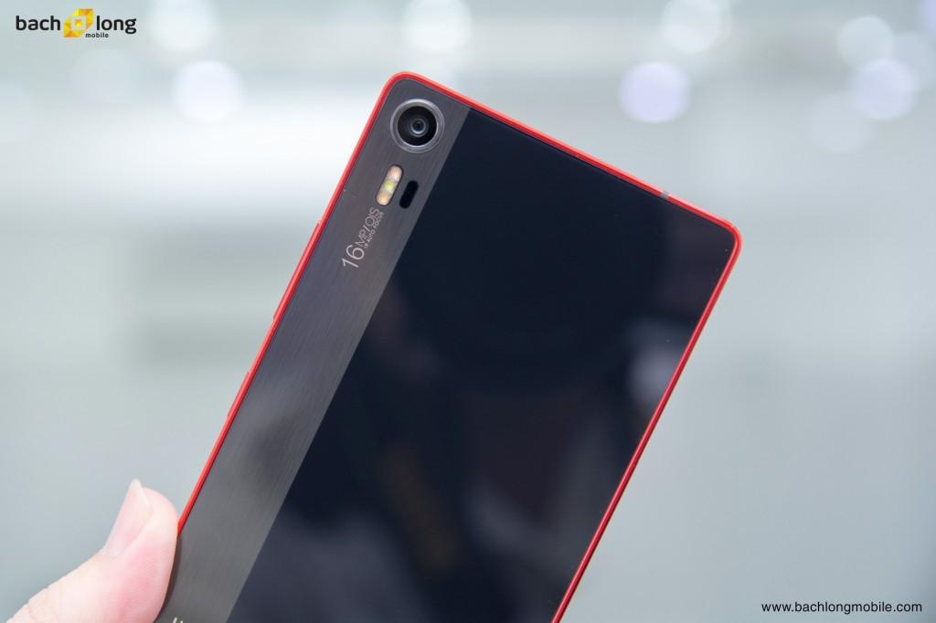 Lenovo vibe shot smart phone mang ngôn ngữ thiết kế của một chiếc máy ảnh du lịch. Không chỉ mang đặc trưng bề ngoài model xứng đáng là một chiếc camera phone tuyệt vời đáng để bạn trải nghiệm.