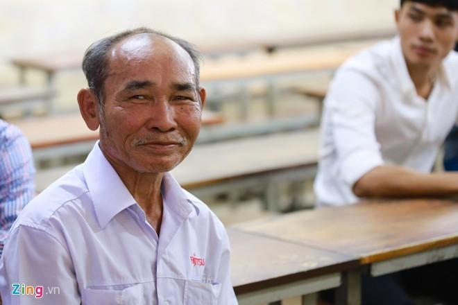 Những thí sinh cao tuổi dự thi kì thi Đại học năm nay