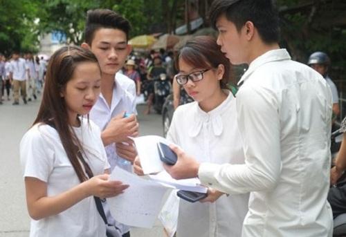 Thi sinh hoi hop cho doi phuong an thi THPT Quoc gia 2017 va tuyen sinh dai hoc cao dang 2017