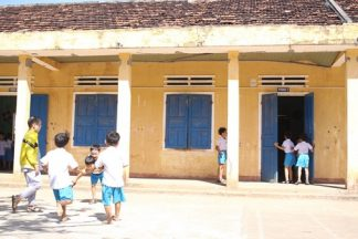 300 học sinh bất an trong những căn phòng chờ sập