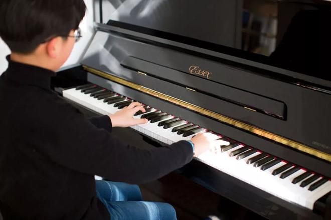Thụy Thụy học piano từ khi mới 4 tuổi