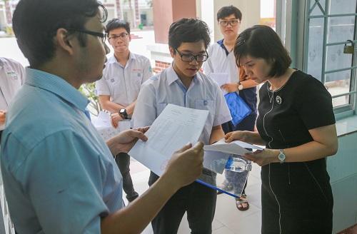 Cùng với đó, Bộ tiếp tục chịu trách nhiệm ra đề thi, xây dựng những giải pháp kỹ thuật nhằm giám sát chất lượng, tính trung thực của kỳ thi.