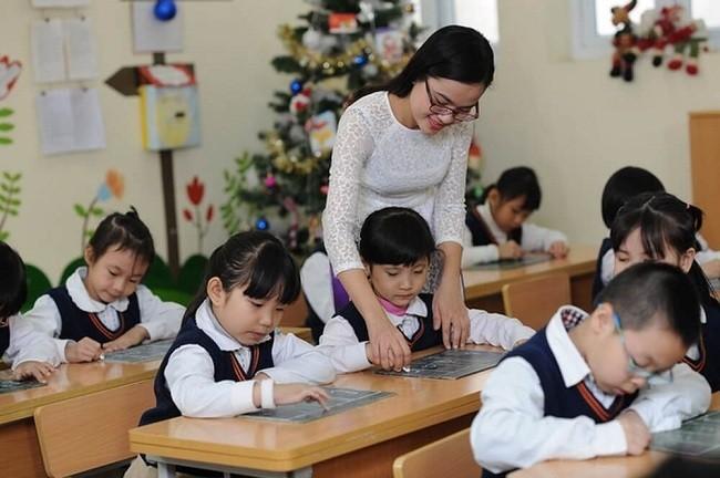 Học sư phạm mầmRèn luyện bản thân ngay khi còn ngồi trên ghế nhà Trường non và sư phạm tiểu học, bạn chọn ngành nào?