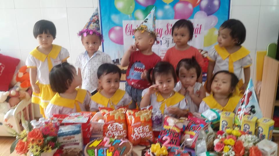 Giao vien truong mam non hanh phuc to chuc sinh nhat cho tre - Trường Mầm Non Hạnh Phúc Đã Và Đang Thành Công Với Phương Pháp Giáo Dục Mới